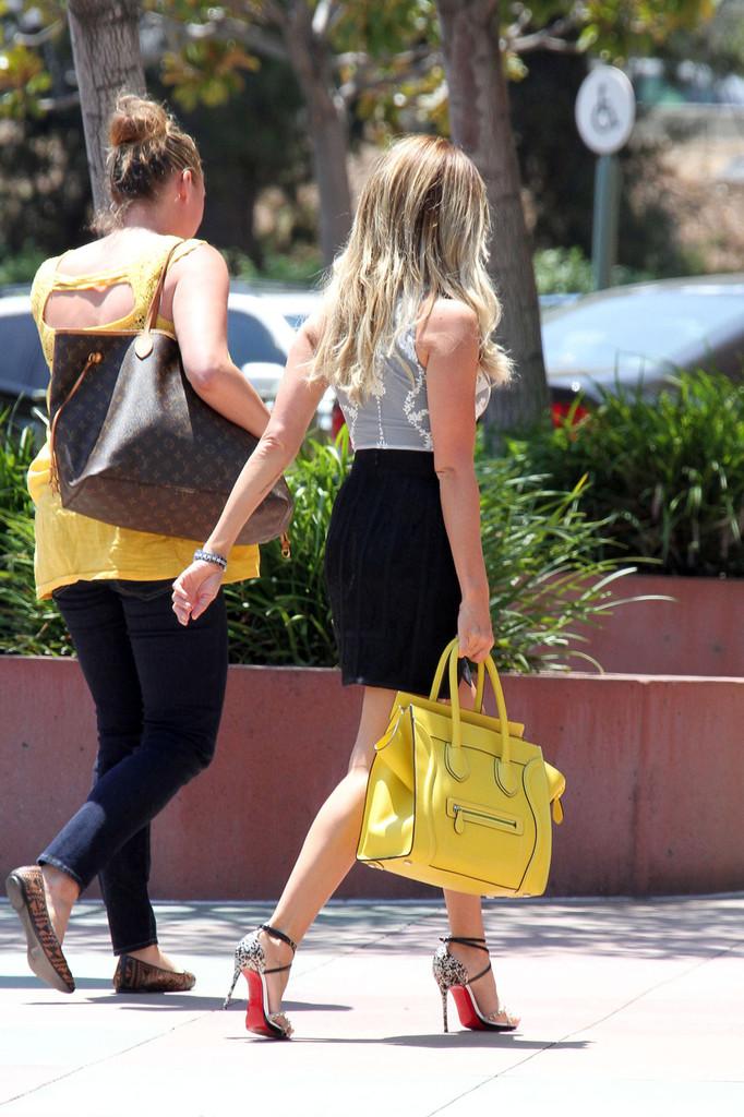 Ashley-Tisdale-in-Skirt-5.jpg