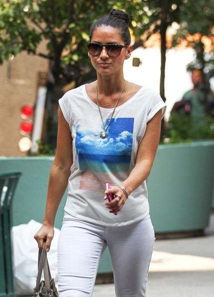 Olivia-Munn-pictures-Strolls-Around-NYC-7.jpg