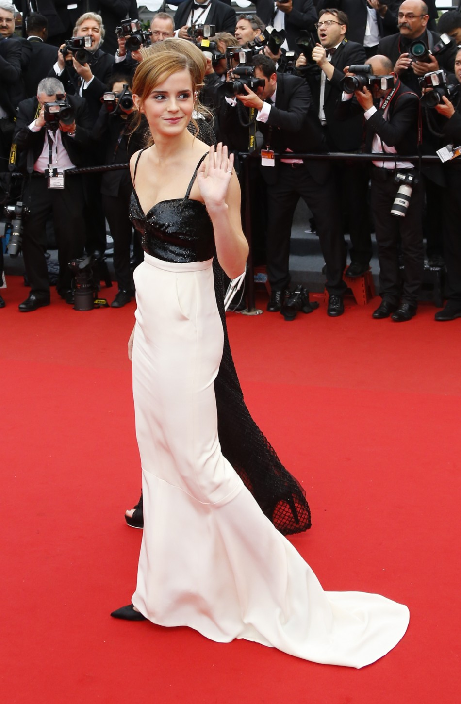 370788-actress-emma-watson-poses-on-the-red-carpet-as-she-arrives-for-the-scr.jpg