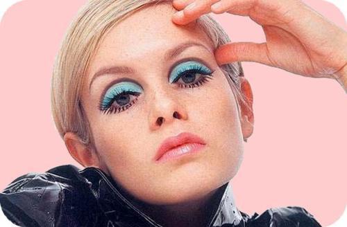 blonde-blue-eyeshadow-mod-twiggy-Favim_com-121440.jpg