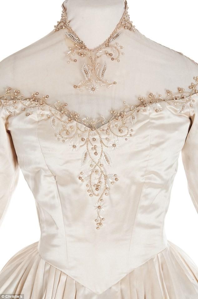 373470-elizabeth-taylors-wedding-dress.jpg