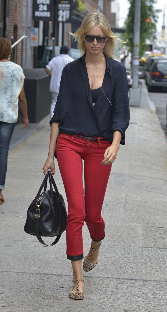 supermodel_karolina_kurkova_catches_a_cab_in_manhattan.jpg