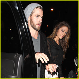 chris-pine-hold-hands-with-mystery-gal-at-bootsy-bellows.jpg