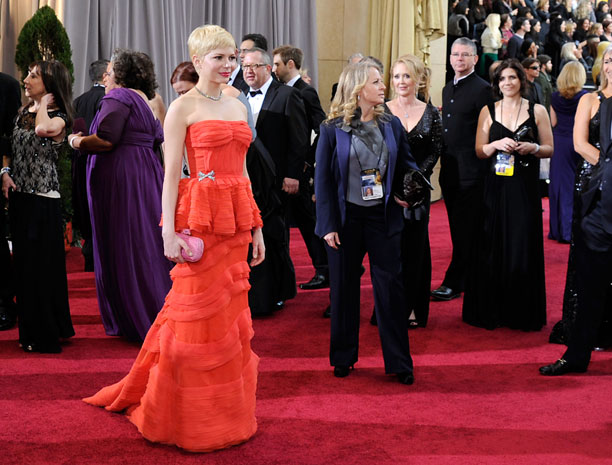 Michelle-Williams-in-Louis-Vuitton-oscars-2012.jpg