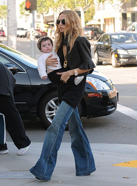 f831c2d5-3596-41bd-a4ef-9b2885323b05_Rachel-Zoe-carries-Skyler-Morrison-Berman-through-Beverly-Hills-on-November-16-2011-in-Los-Angeles.jpg