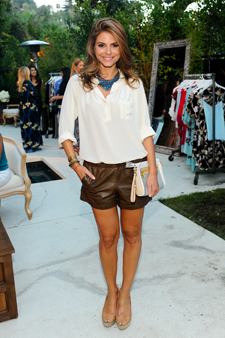 0813-43_maria-menounos-wardrobe-essentials-white-blouse_li.jpg