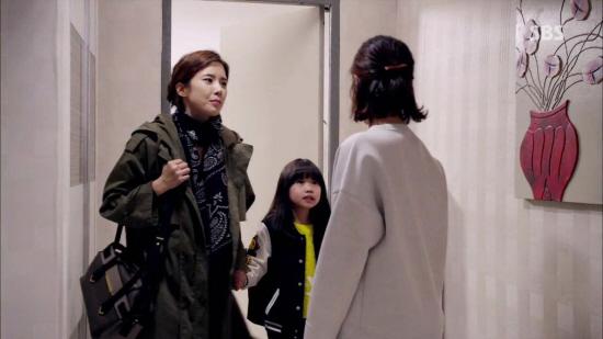 '이보영' 완판녀 등극, '야상에 이어 가방까지' 입었다 하면 대박 (1).jpg