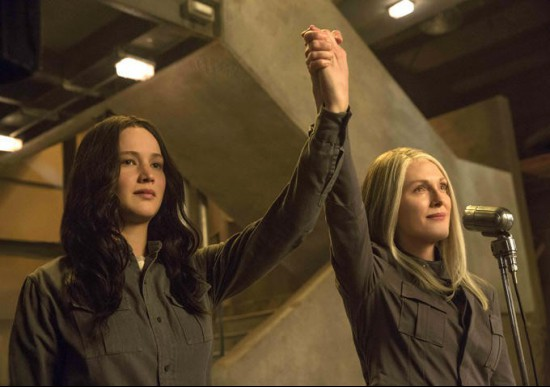 the-hunger-games-mockingjay-part-1-lawrence-moore.jpg