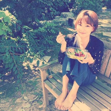 ▲사진출처:박효주 인스타그램 #박대기의야물딱지게시간보내기, #자연에서자연멱기, #예쁜아지트, #내구역찜