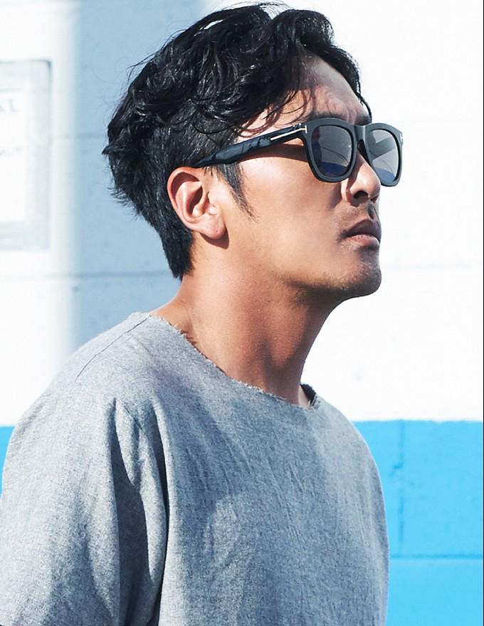 하정우, 하와이 일상 포착! 선글라스 하나로 화보인생 '배우포스 작렬' (2).jpg