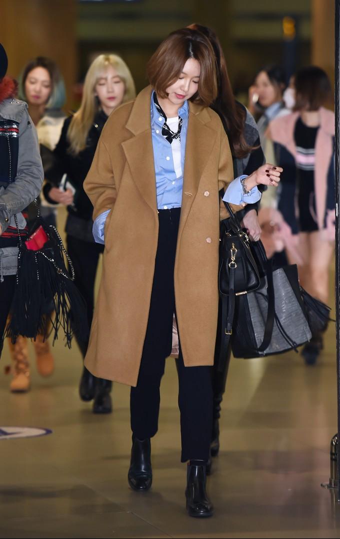 1.소녀시대 수영 캐쉬x닐바이피 코트.jpg