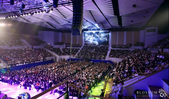 ▲3,500여명의 팬들 운집, 성황리에 마친 팬사인회