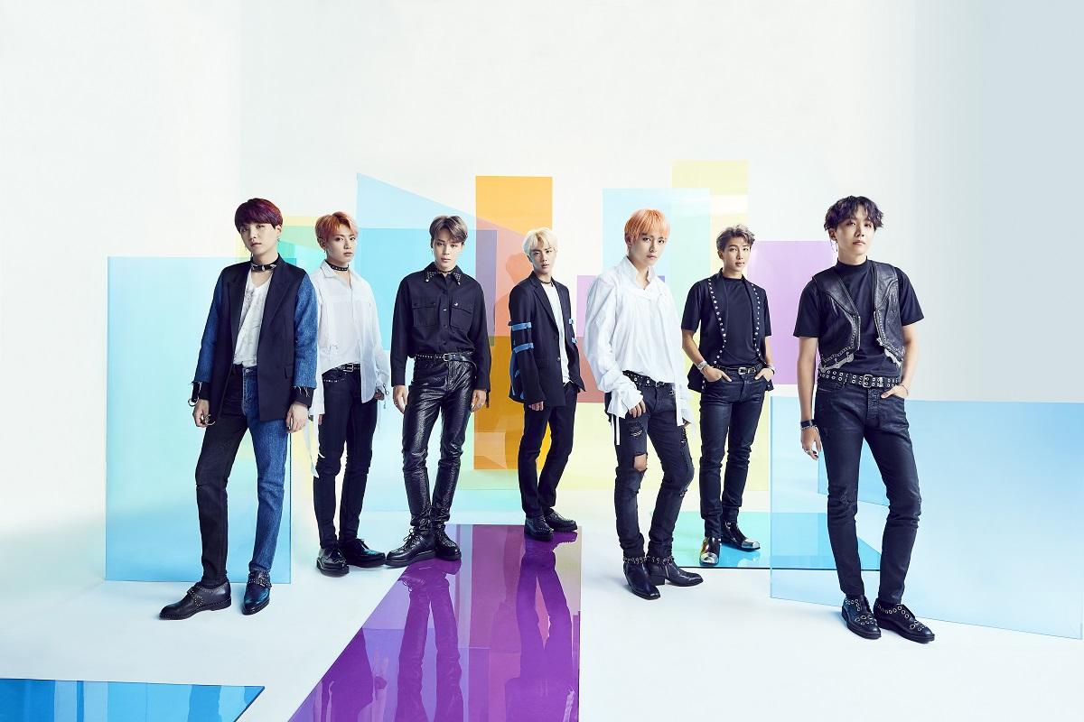 방탄소년단(BTS)_일본 싱글 FAKE LOVE Airplane pt.2.jpg