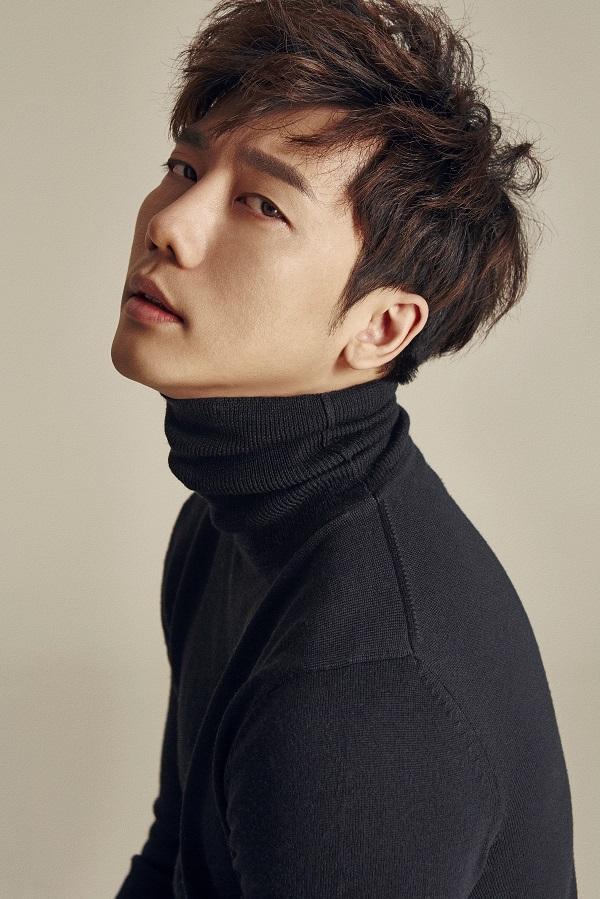 배우 기태영 프로필 사진.jpg